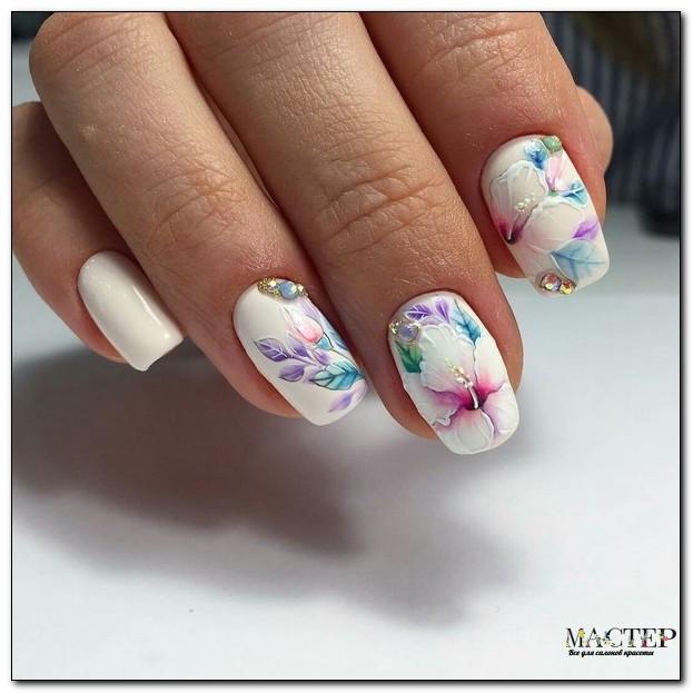 Белый нейл-арт с цветочками